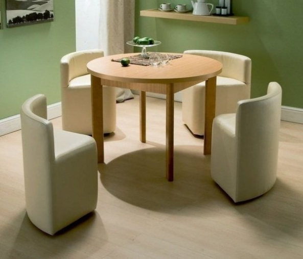 Idea for the Kitchen: Round Extending Table