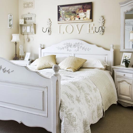 The bedroom in the provence style bedroom design homeid - Dormitorios vintage blanco ...