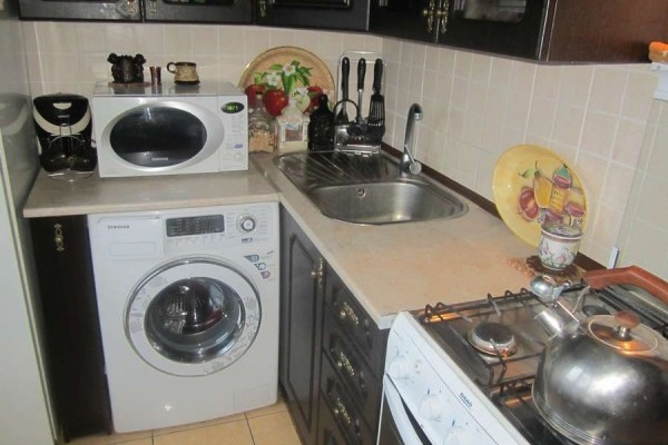 Installing the washing machine in a small kitchen Photo 4