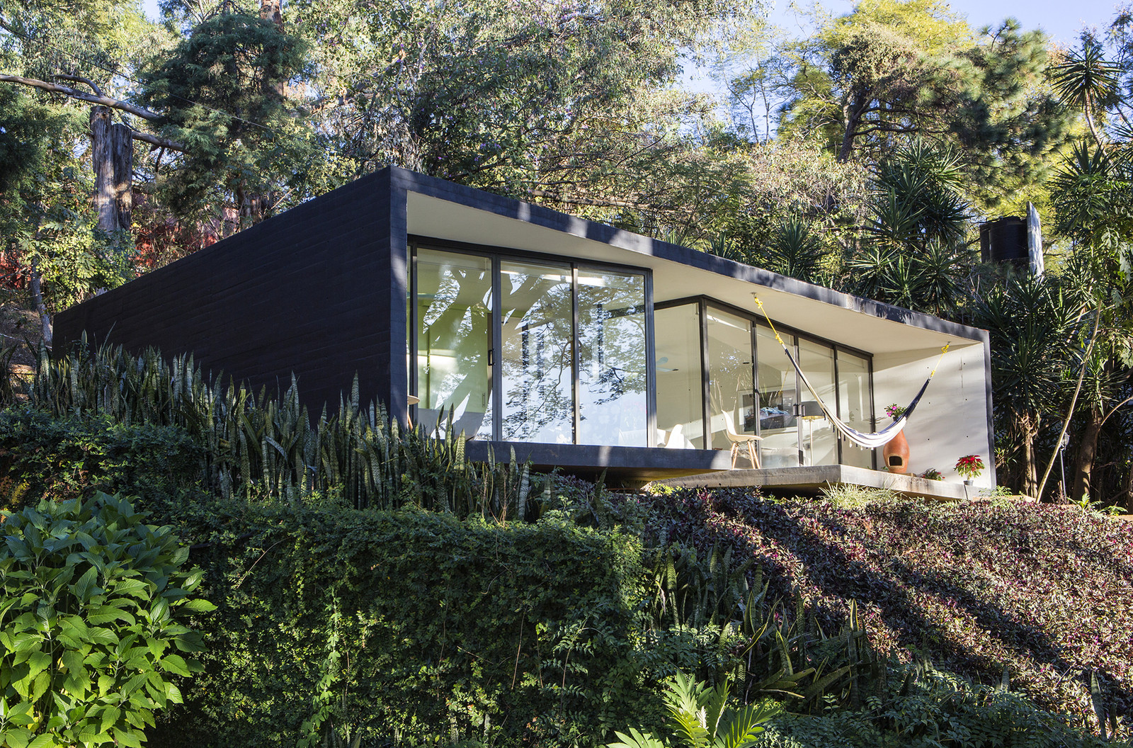 Bungalow in mexico architecture design homeid for Bungalow architects