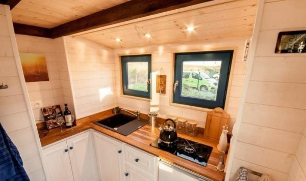 Spacious Tiny House on Wheels Photo 3